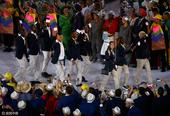 高清图:难民代表团首亮相奥运 欢乐现身开幕式