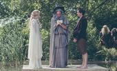 搜狐娱乐讯 近日,网友在微博晒出英国一对夫妻举办了一场霍比特人风格的婚礼,各路嘉宾们也都打扮成了中土...