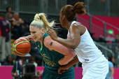 高清图:澳大利亚女篮惜败法国 杰克逊背身强打
