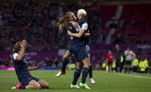 高清图:女足美国加拿大激烈拼抢 比分你追我赶
