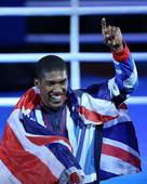 高清图:男拳91+英国夺冠 露齿大笑兴奋比第一