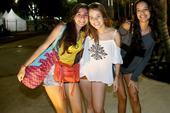 前方图:直击巴西夺金球迷庆祝 长发美女爆眼球