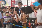 高清图:中国代表团陆续回国 鲍春来为国羽接机