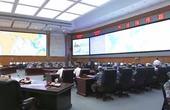 在近日电视新闻画面中,首次曝光了中国解放军海军总部的作战指挥室。从画面上可以看到,作战室内部显示屏上...