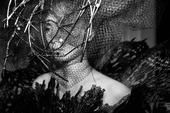 搜狐娱乐讯 9月16-17日,周笔畅在北京乐视体育生态中心双日连开,与歌迷共度中秋佳节。周笔畅着黑纱...