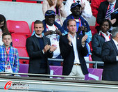 高清图:男足英国对阵阿联酋 王子小贝出席观战