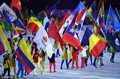 高清图:各国运动员入场 国旗迎风飘扬色彩纷呈