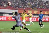 高清:申鑫3-0完胜超越 比罗比罗建功兴奋庆祝