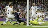 高清图:足球赛英国胜乌拉圭 斯图里奇一球制胜