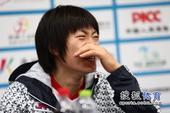 高清:华裔日本球员答记者问 王新朝喜心情不错
