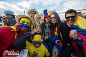 高清图:厄瓜多尔球迷很幸福 场外惊现中国国旗