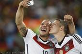 高清图:世界杯男男亲盘点 小猪波多尔斯基领衔