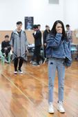 搜狐娱乐讯 由韩红担任音乐总监及作曲、田沁鑫编剧导演的音乐剧《阿尔兹记忆的爱情》将于4月5日在北京保...