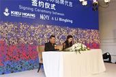 搜狐娱乐讯 近日某美国品牌在上海举行发布会,宣布以6000万人民币签约李冰冰为旗下数款产品形象代言人...