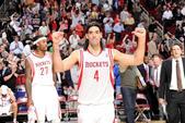 今年夏天,火箭四大旧将斯科拉、泰伦斯-琼斯、莫泰尤纳斯和泰-劳森相继离开NBA,来到中国加盟CBA的...