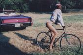 组图:放开自行车让我来!美女比基尼骑复古车