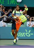 西班牙名将纳达尔在29日进行的迈阿密网球大师赛男单第三轮比赛中被同胞贝达斯科淘汰出局,又一次失去了争...