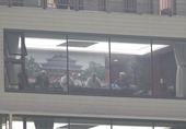 高清:里皮携教练组观战富力 衬衫革履坐贵宾席