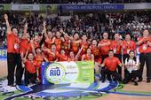 高清图:女篮获里约奥运门票 队员庆祝喜极而泣
