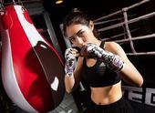 组图:SNH48成员健身房拳击照片走红 英姿飒爽