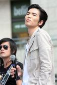 搜狐娱乐讯 2011年7月31日台北,7月31日,萧敬腾为新专辑《狂想曲》改版举办签唱会。除了唱片销...