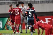 高清:上港3-0擒素可泰 王燊超遭肘击酿火爆冲突
