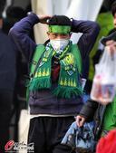 高清:美女戴口罩助阵国安 全副武装喜迎御林军
