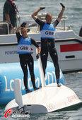 高清:女子双人艇新西兰夺冠 英国夺银翻船庆祝