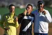 高清图:男双向飞碟意大利夺冠 罗塞蒂亲吻金牌