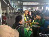 卡努特抵京球迷热情迎接 酒店观看国安比赛(图)