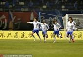 高清图:容大2-0力克永昌 刘晓东破门展臂庆祝