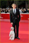 《丁丁历险记》电影节首映 男主被可爱狗狗抢镜