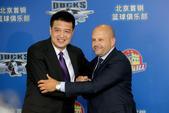 高清图:闵鹿蕾卸任北京主教练 新帅雅尼斯亮相