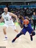 高清:美国男篮大胜塞尔维亚 欧文运球闪转腾挪
