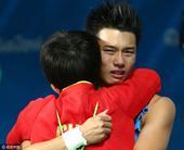 北京时间2016年8月21日,在里约奥运会男子跳水单人十米跳台的比赛中,中国选手陈艾森以六轮585分...