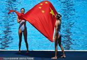 高清图:国际泳联世锦赛 蒋婷婷蒋文文花游摘银