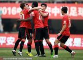 高清图:永昌0-1宏运 阿萨尼破门拥抱队友庆祝