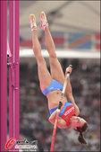 高清:撑杆跳伊辛巴耶娃轻松过杆 李玲未能晋级