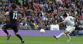 高清图:墨西哥男足击败日本 佩拉尔塔抽射破门