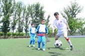 高清:郝海东中国足球梦秀球技 杜淳守门被娃虐