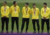 高清:奥运男足决赛正式上演 巴西队员赛前合影