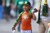 高清:国安儿童节战申鑫 小球迷现场看球过六一