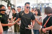 高清:国羽集结出征世锦赛 林丹帅气亮相受热捧