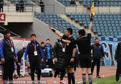 高清图:一方2-1黄海获连胜 黄海主帅被罚出场