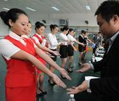 航空公司各地招乘 众多美女争当空姐