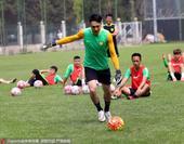 国安加练点球杨智主罚 出征杭州张呈栋缺席(图)