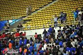 高清:毅腾宏运球迷看台混战 双方球员场内冲突