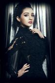 搜狐娱乐讯 近日,女星麦迪娜一组黑色时尚大片曝光,片中麦迪娜将黑色性感完美融合。据悉,由其出...
