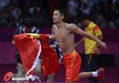 高清:羽球男单林丹惊险卫冕 脱衣庆祝激情狂奔