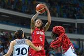 组图:女篮美国胜法国进决赛 对抗激烈脏辫吸睛